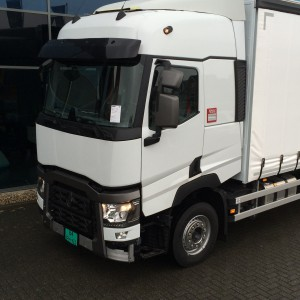 34579_1460__vyr_1459Renault-T-serie-bakwagen-met-zijfenders-1305-en-spoiler-1301_1